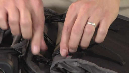 Victorinox WT 4.0 Dual-Casters Suiter - image 9 from the video