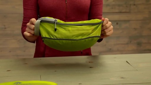 Eagle Creek Pack-It Original 2-Piece Compression Cube Set - image 7 from the video