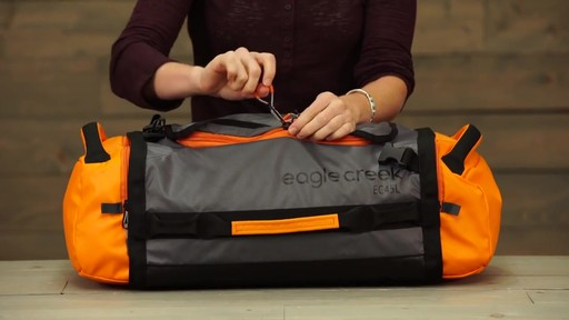 Eagle Creek Cargo Hauler Duffel - image 8 from the video