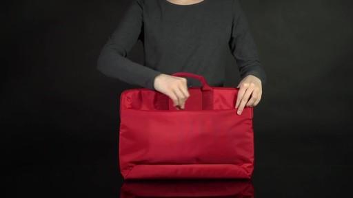 Tucano Smilza Super Slim Laptop Cases - image 3 from the video
