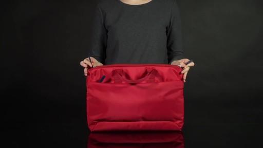 Tucano Smilza Super Slim Laptop Cases - image 4 from the video