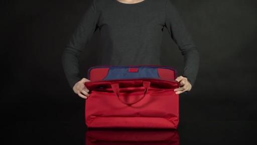 Tucano Smilza Super Slim Laptop Cases - image 5 from the video