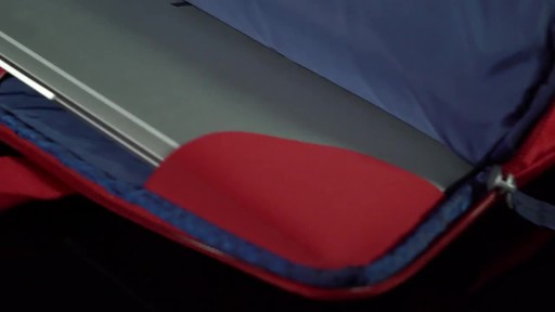 Tucano Smilza Super Slim Laptop Cases - image 6 from the video