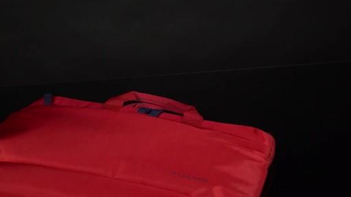 Tucano Smilza Super Slim Laptop Cases - image 8 from the video