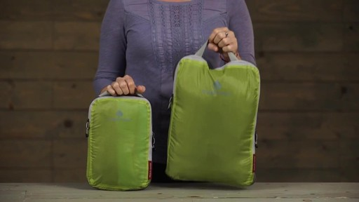 Eagle Creek Pack-It Specter 2-Piece Compression Cube Set - image 2 from the video