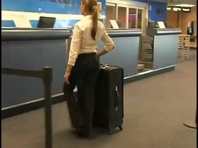 American Flyer Quatro Luggage - image 5 from the video