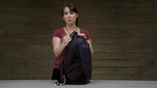 Eagle Creek Wayfinder Backpack 30L - image 5 from the video
