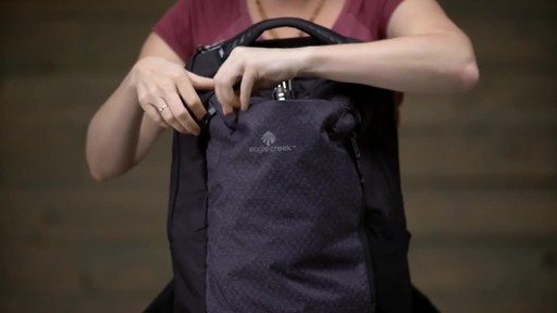 Eagle Creek Wayfinder Backpack 30L - image 9 from the video