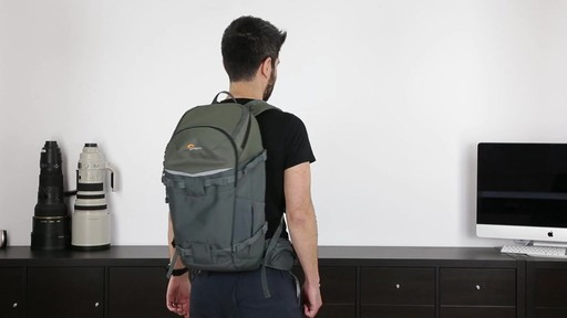 Lowepro Flipside 500 AW - image 10 from the video