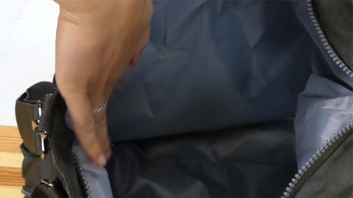 Suvelle Everyday Travel Tote - image 7 from the video