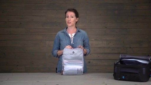 Eagle Creek Pack-It Specter Tech Clean/Dirty Cube - image 9 from the video