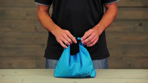 Eagle Creek Pack-It Sport Roll Top Sac - image 8 from the video
