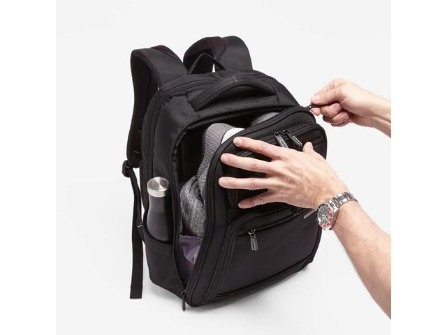 Samsonite Executive Series Laptop Backpack - image 4 from the video
