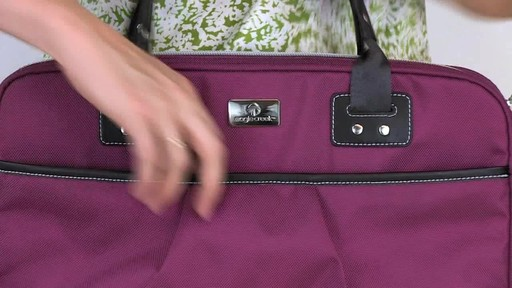 Eagle Creek Audine Laptop Brief Rundown - image 4 from the video