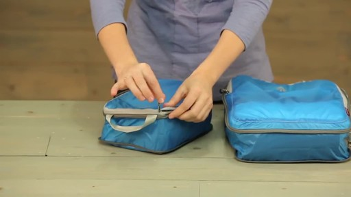 Eagle Creek Pack-It Specter Tech Compression Cube Set S/M - image 3 from the video