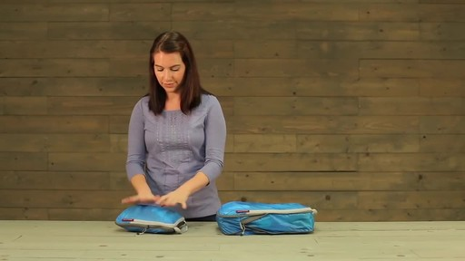 Eagle Creek Pack-It Specter Tech Compression Cube Set S/M - image 7 from the video