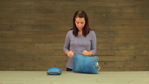 Eagle Creek Pack-It Specter Tech Compression Cube Set S/M - image 9 from the video
