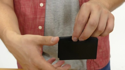 Suvelle Mens Slim Bifold Wallet - image 9 from the video