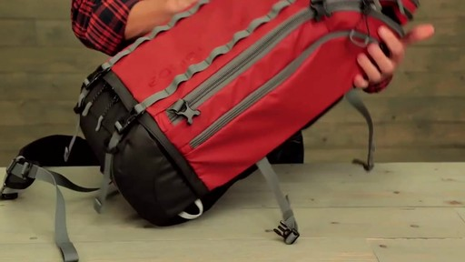 Eagle Creek Systems Go Duffel Pack - image 10 from the video