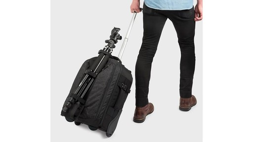 Lowepro Pro Runner RL x450 AW II Camera Case - image 8 from the video