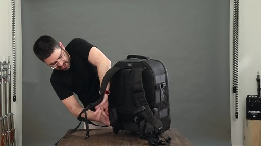 Lowepro Pro Runner RL x450 AW II Camera Case - image 9 from the video