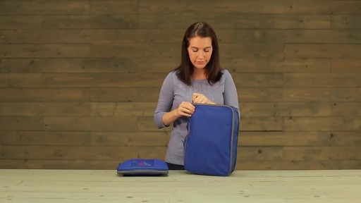 Eagle Creek Pack-It Original 2-Piece Compression Cube Set - image 9 from the video