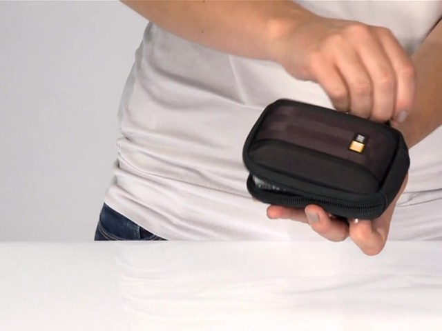 Case Logic Compact Camera case - image 5 from the video