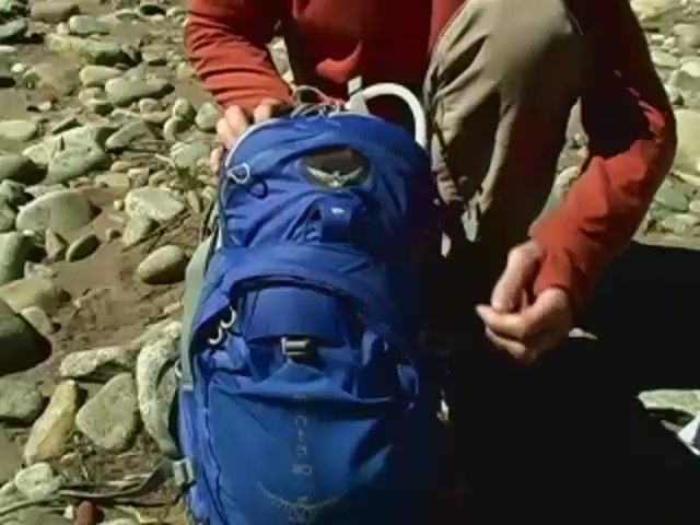 Osprey Manta Hydration Packs - image 8 from the video