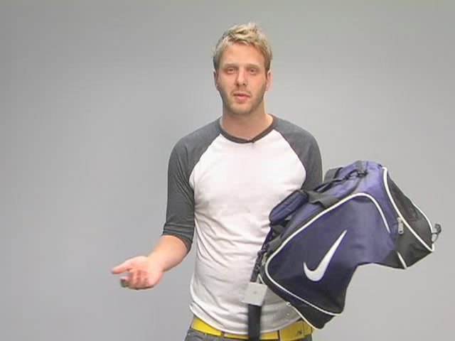 Nike Brasilia Duffel: One Minute Run Down - image 4 from the video