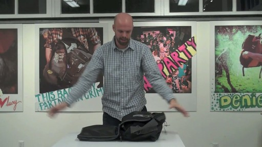 Timbuk2 Command Laptop Messenger Product Demo - image 10 from the video