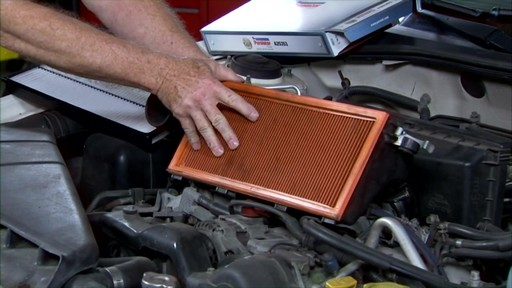 Purolator Changing an air filter PA24278 - image 4 from the video