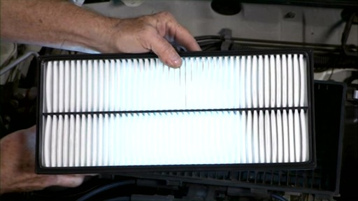 Purolator Changing an air filter PA24278 - image 6 from the video