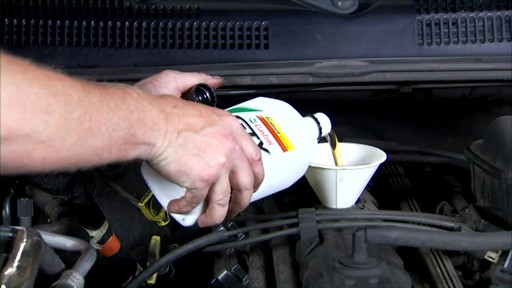 Castrol Checking engine oil 03096/03569 - image 8 from the video