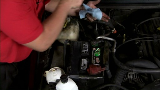 Castrol Checking engine oil 03096/03569 - image 9 from the video