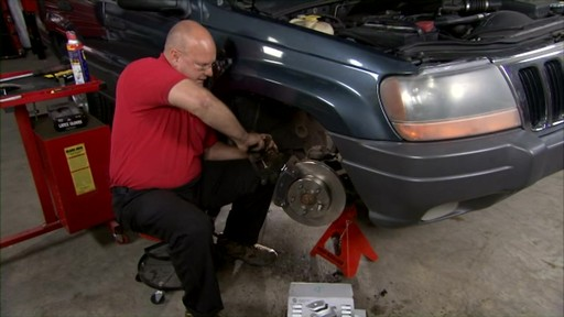 Replacing disc brakes - image 8 from the video