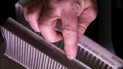 Changing a cabin air filter - image 1 from the video