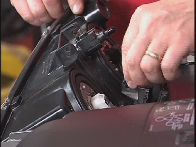 Car Headlight Bulb Replacement Video - Advance Auto Parts - image 4 from the video