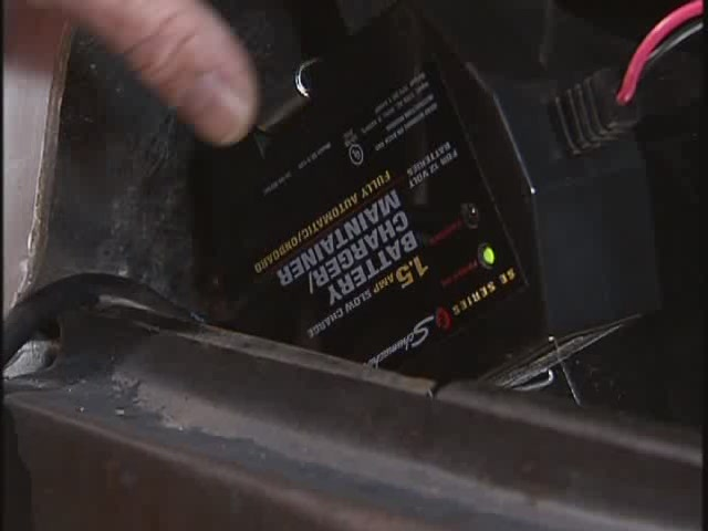 Schumacher Battery Charge Maintainers Video - Advance Auto Parts SSC-1000A - image 4 from the video