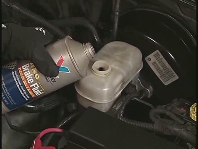 Actron Changing Brake Fluid Video - Advance Auto Parts CP7835 - image 5 from the video