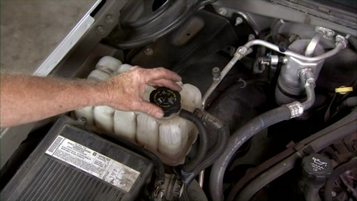 Dayco Replacing the lower radiator hose E71990 - image 1 from the video