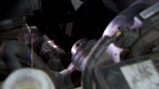 Dayco Replacing the lower radiator hose E71990 - image 4 from the video