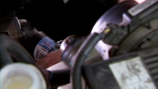 Dayco Replacing the lower radiator hose E71990 - image 5 from the video