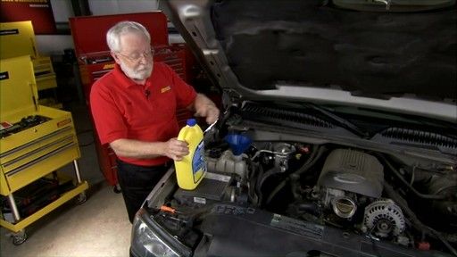 Dayco Replacing the lower radiator hose E71990 - image 8 from the video