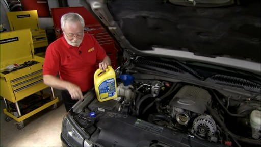 Dayco Replacing the lower radiator hose E71990 - image 9 from the video