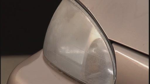 Meguiar's 1-Step Headlight Restoration Kit G1900K - image 2 from the video