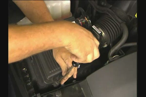 FRAM Installing Air Filters - FRAM and Advance Auto Parts CA6541 - image 4 from the video