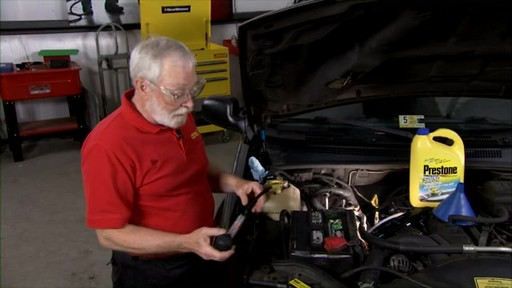 Peak How to check the coolant in your car? PKF0AB - image 3 from the video