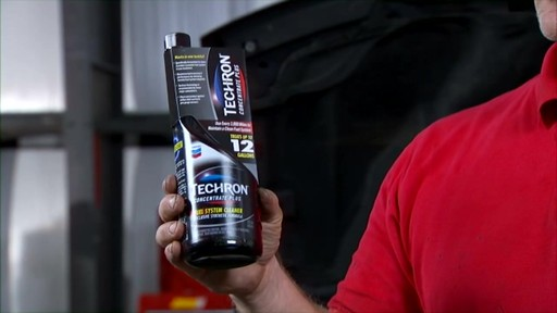 Lucas Fuel System and Injector Cleaners SF16 - image 5 from the video