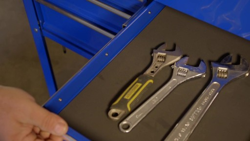 Mastercraft 4-Drawer Mechanics Cart - Lawrence's Testimonial - image 7 from the video