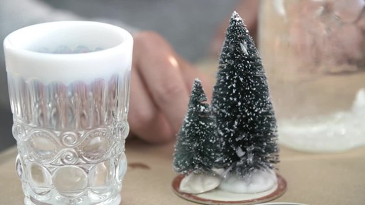How to make a mason jar snow globe - image 4 from the video